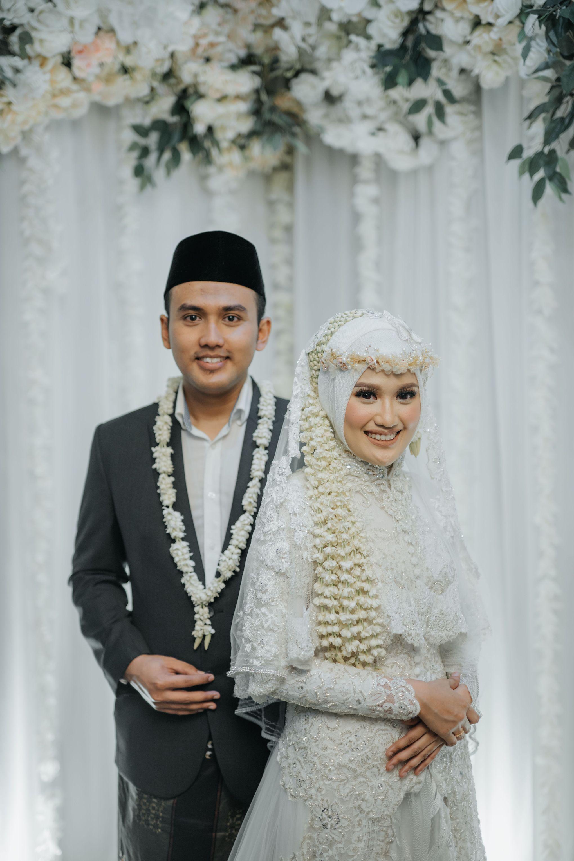 Kebaya Akad Nikah Elegant White Rizqiyah & Rizal by LAKSMI