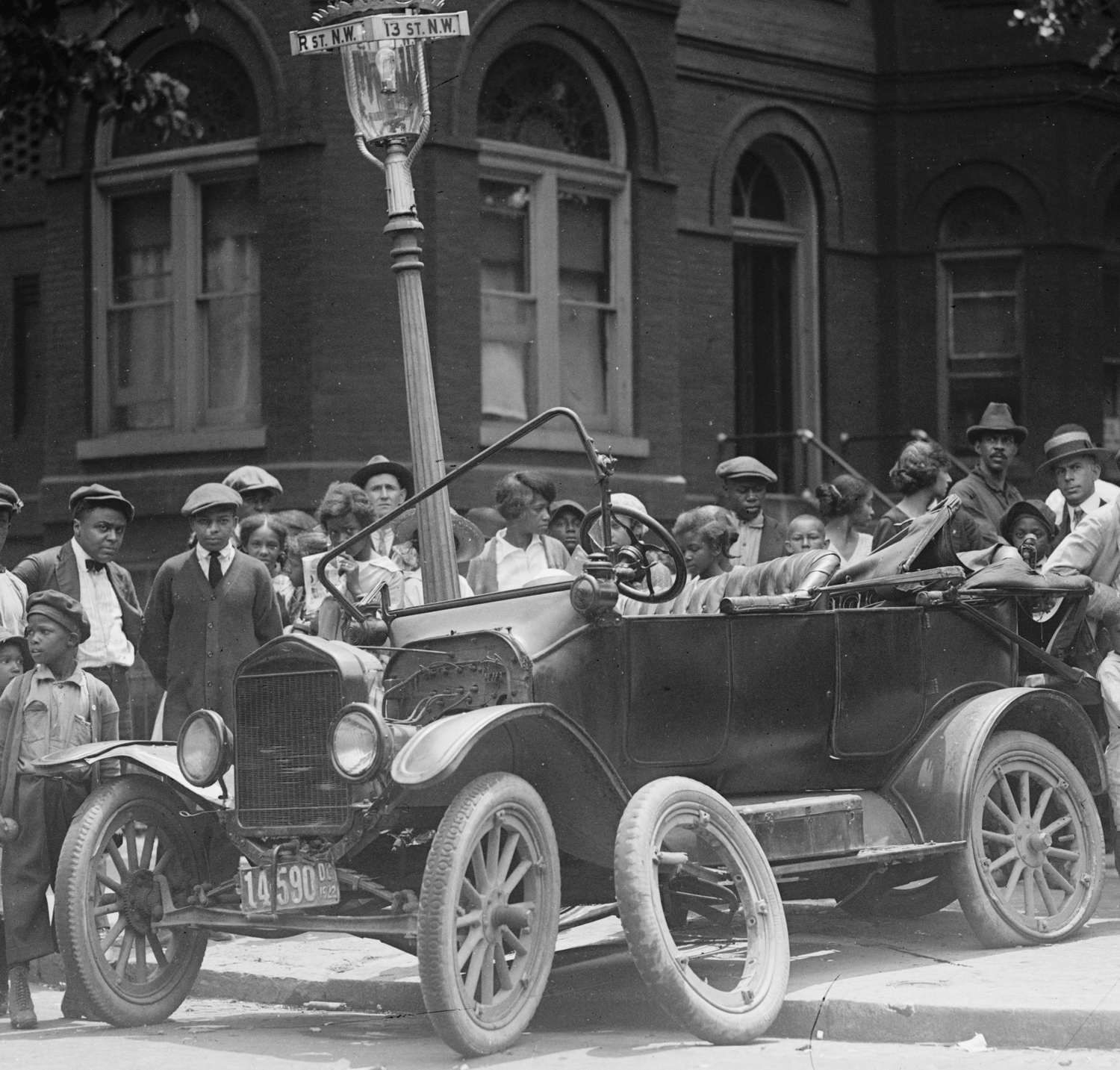 Black And White Ford: Images Of Model T Ford Crash