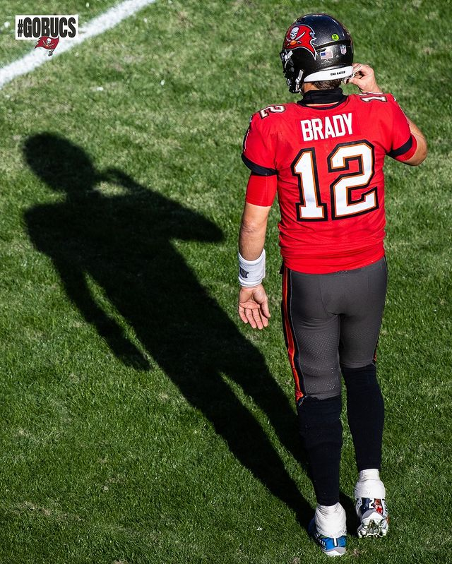 Pin By Constantine Bankston On Tampa Bay Buccaneers In 2021 Tom Brady Patriots Nfl Football Players Tom Brady