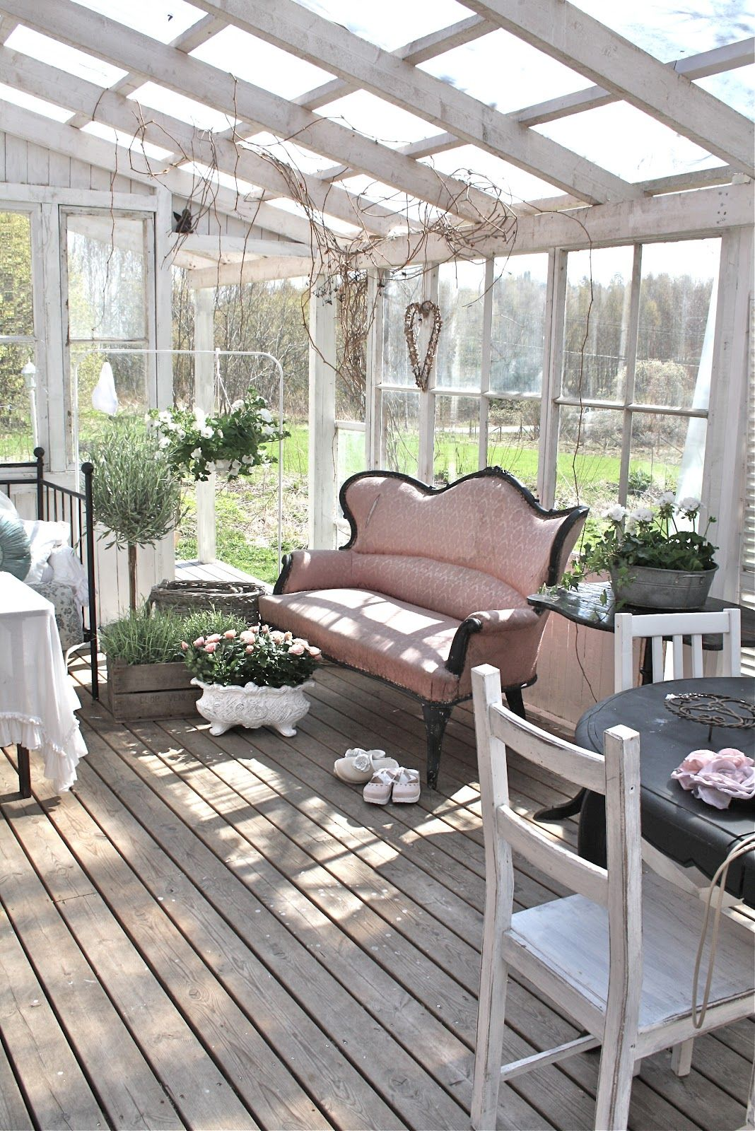 Gorgeous Pink Couch Shabby Chic Sunroom Uteplats Och