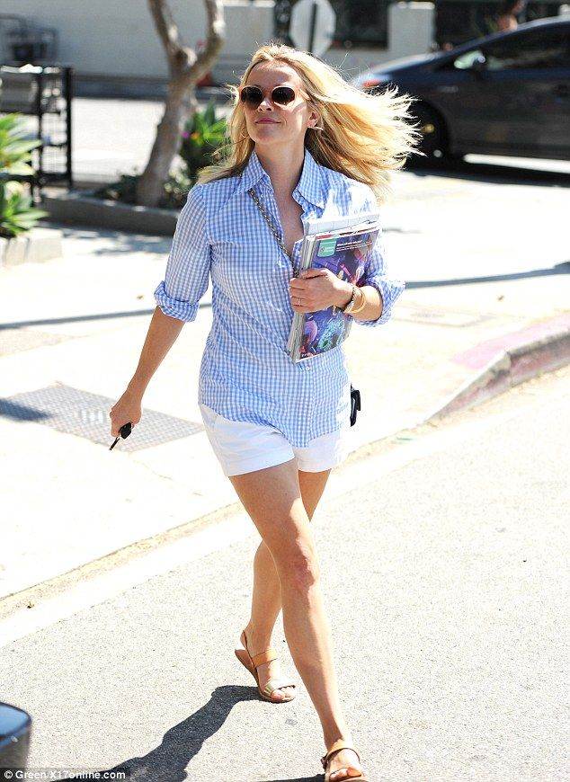 Reese Witherspoon puts on leggy display in white mini-shorts ...