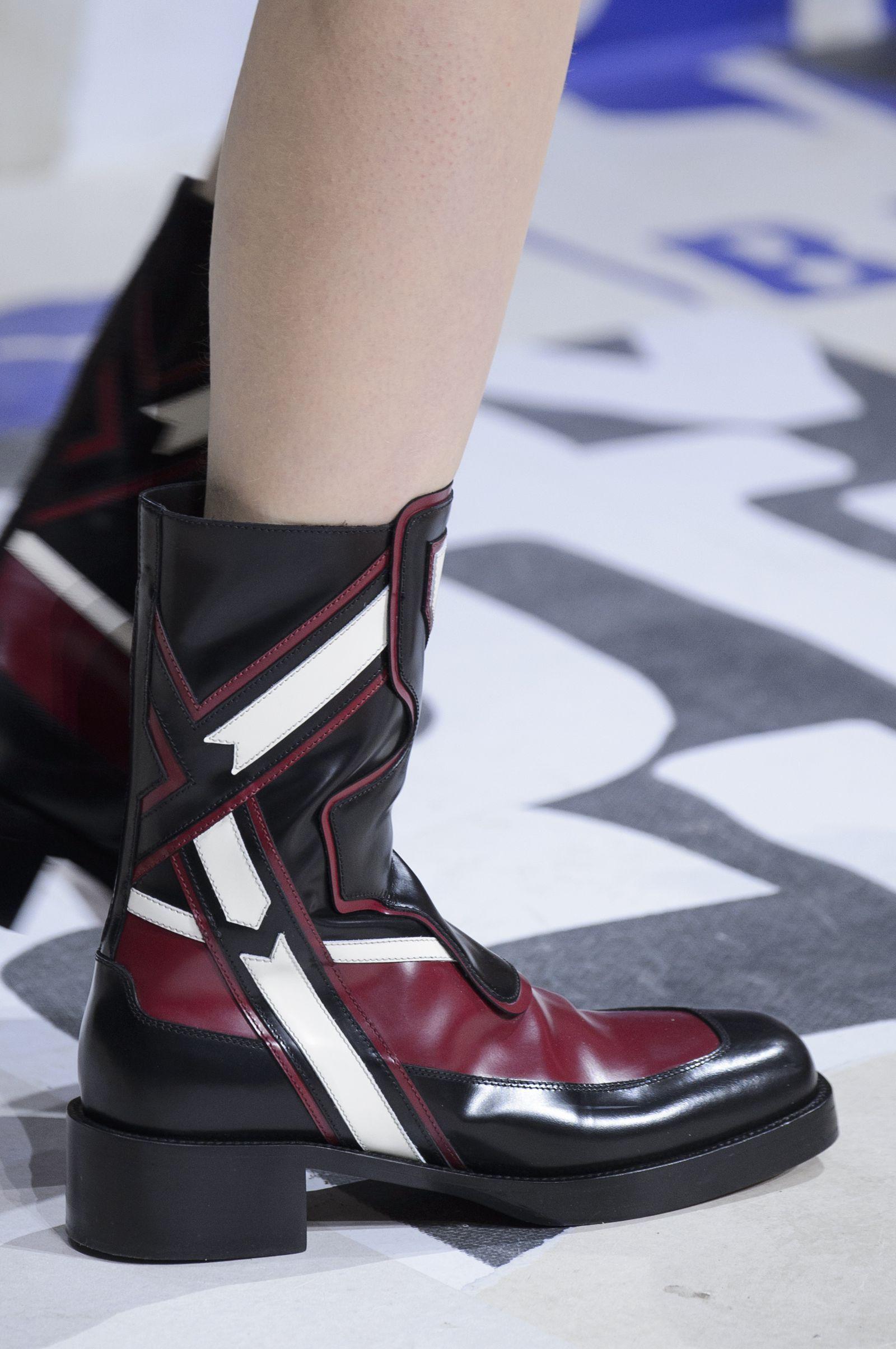 Le scarpe di moda per l Autunno Inverno 2018 2019 viste alle sfilate sono i  modelli che vorremmo avere SUBITOelleitalia c055e4977a0