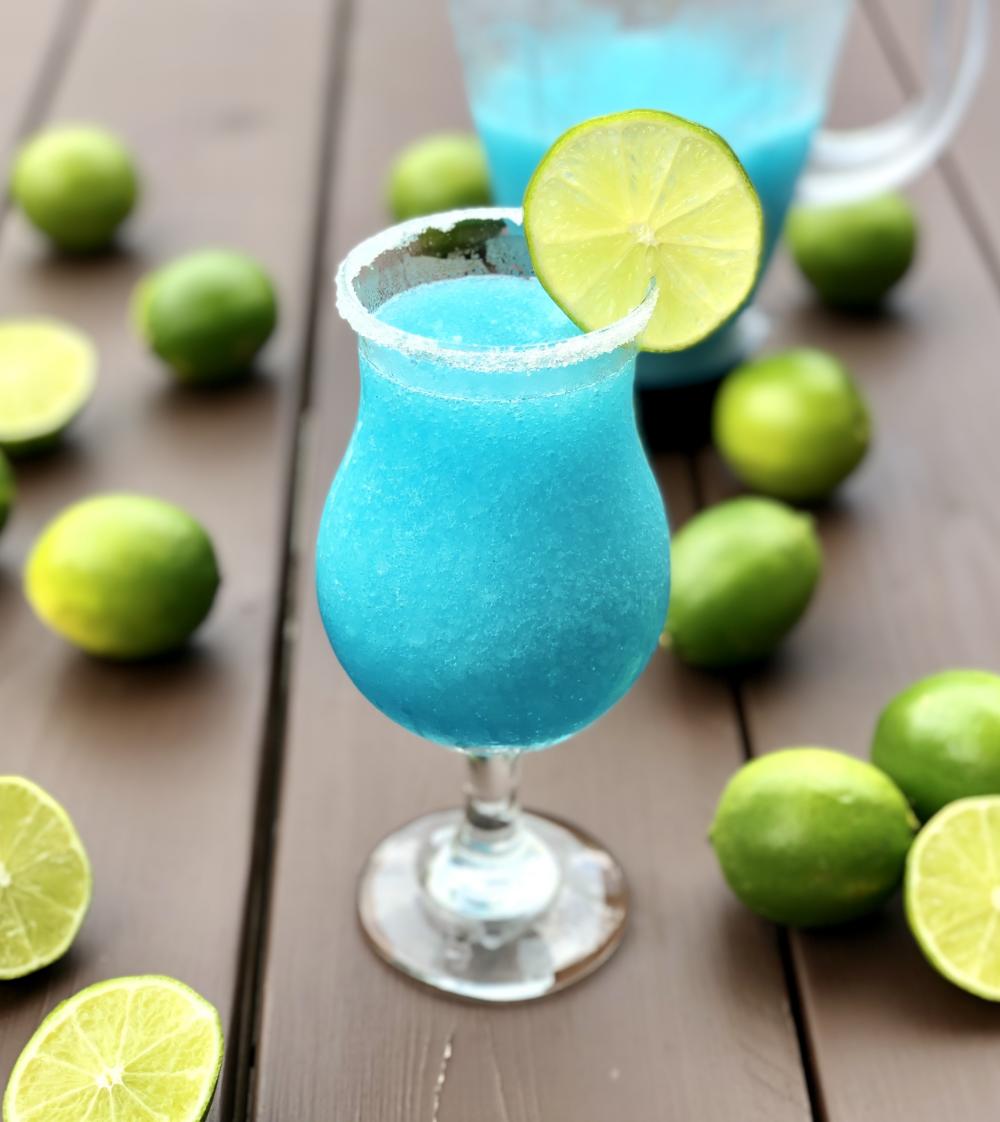 Blue Lagoon Margaritas Recipe Blue Lagoon Cocktail Blue Drinks Margarita On The Rocks