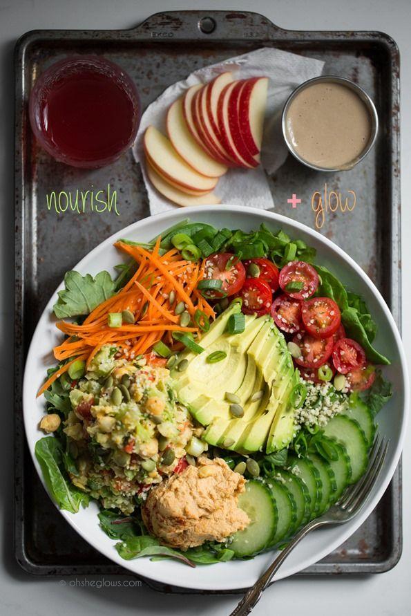 The Nourish + Glow Miracle Bowl (surtout pour les sauces : houmous de tomates séchées et sauce crémeuse au citron)