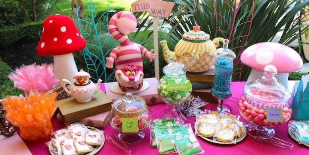 Tabla dulce de una Alicia en el país de las maravillas a través de la fiesta de cumpleaños ideas de la fiesta de Kara |  KarasPartyIdeas.com (1)