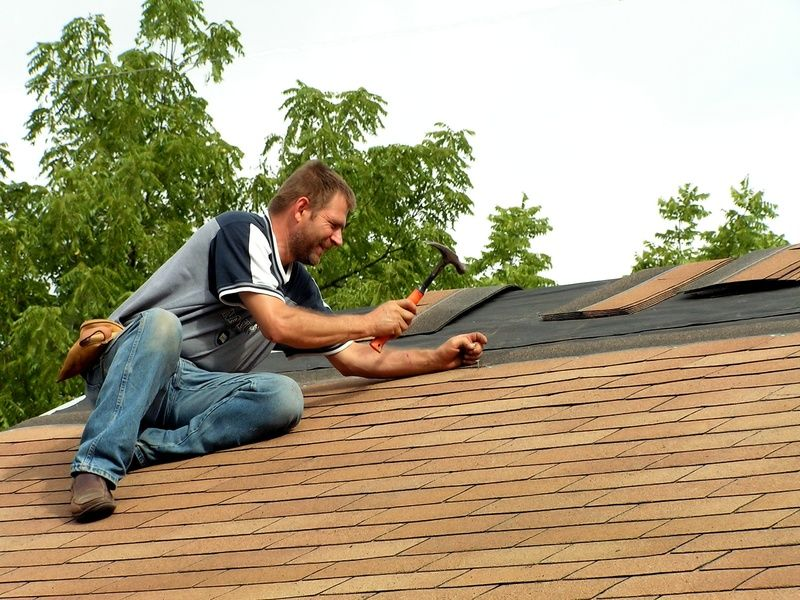 Based In Beaverton Oregon Evergreen Renovations Roofing Serves The Greater Portland Oregon Metro Area Our Customer Roofing Gutter Repair Roofing Systems