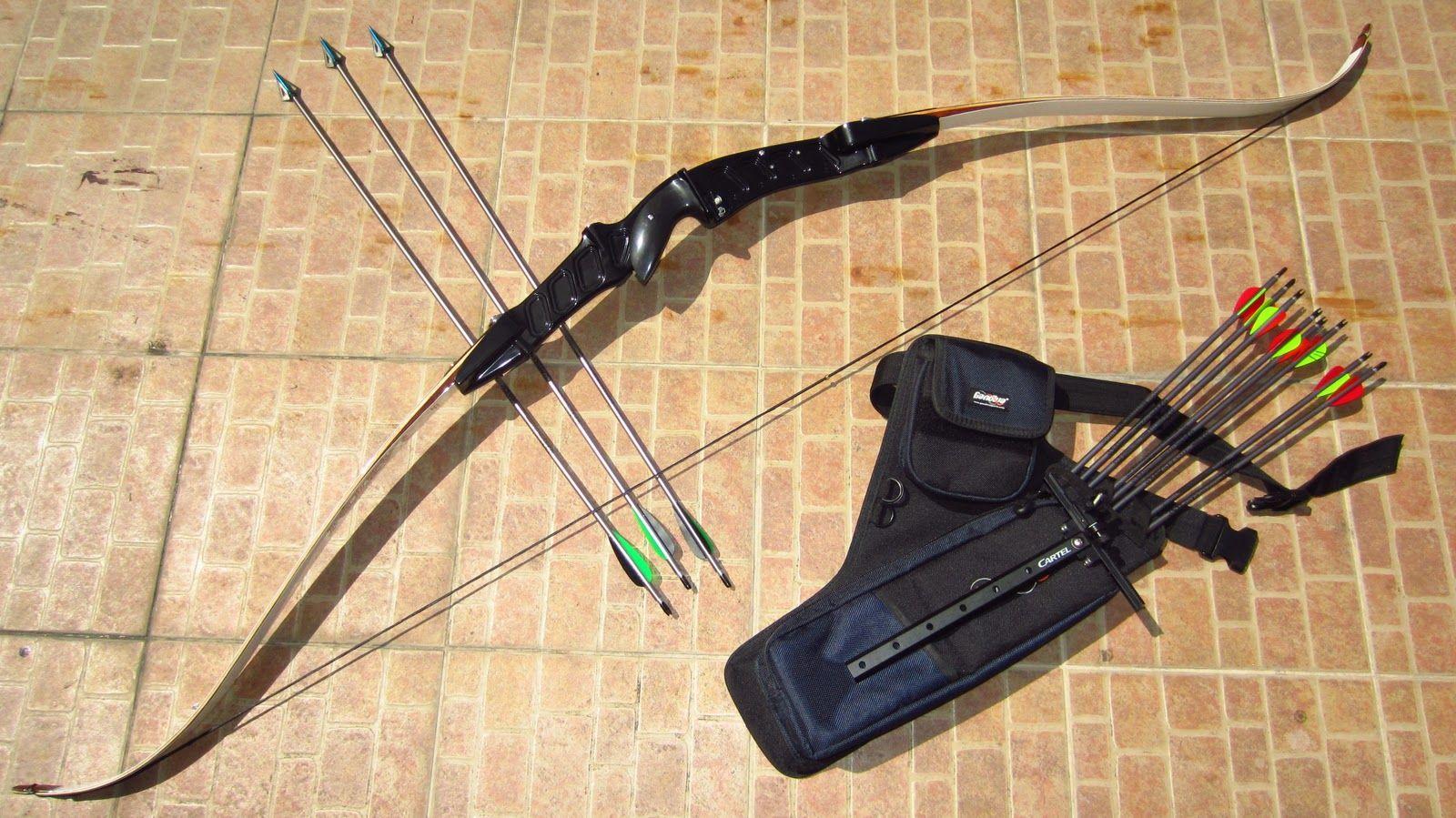 Recurve Bow Hunting Recurve Bow w/ Broadhe...
