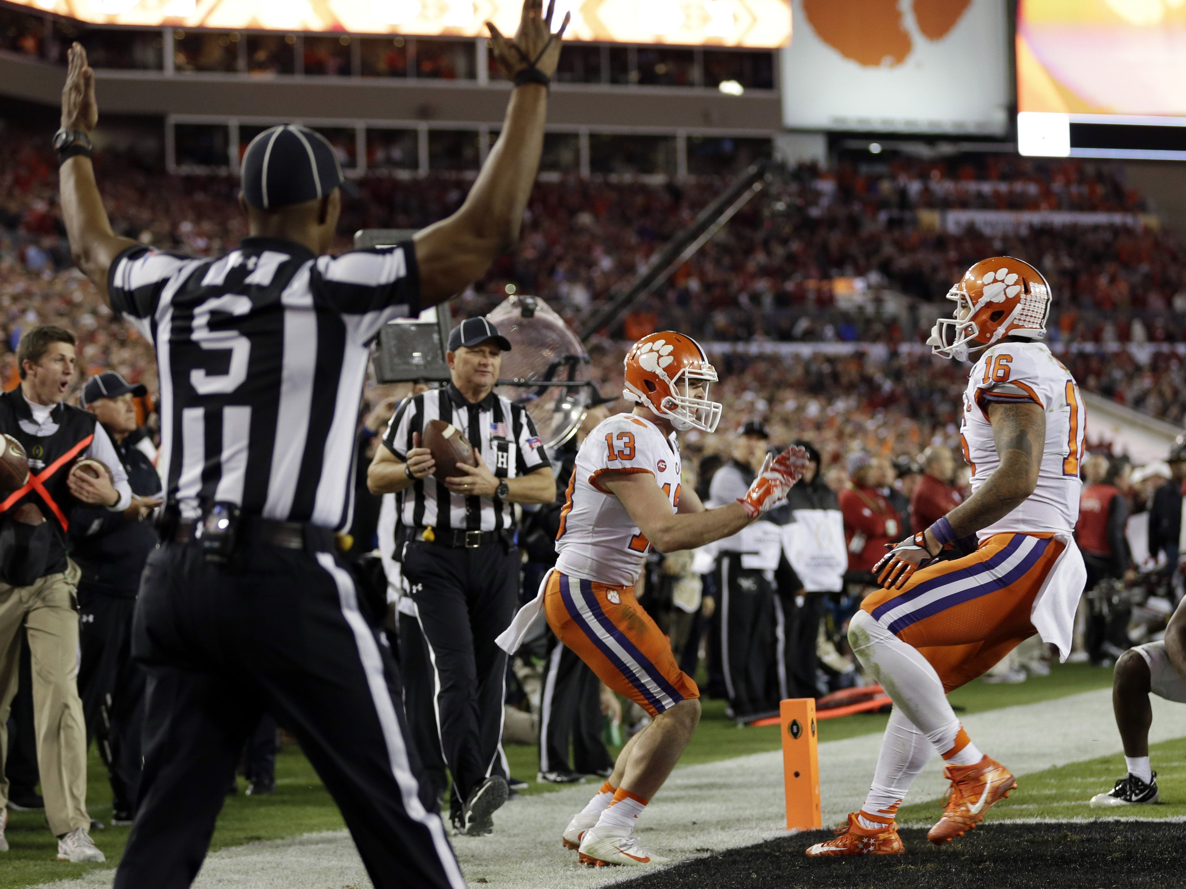 Clemson scores TD with one second left to beat Alabama and ...