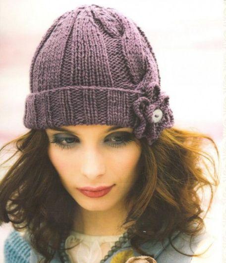 описание вязания шапки спицами для зимы простым узором с косой