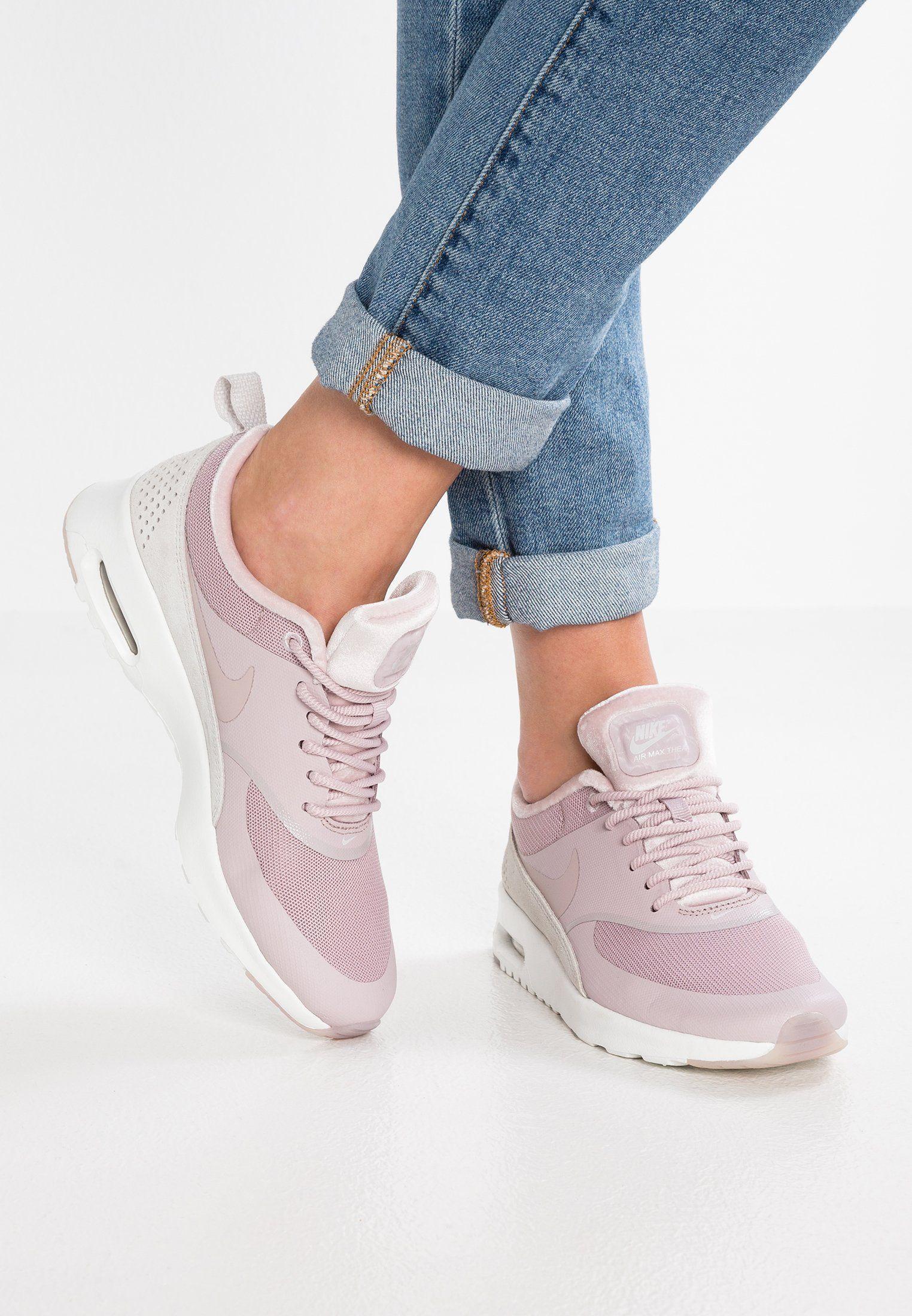 Nike Air Max Thea in grauhellrosa Foto: sneakerparadies