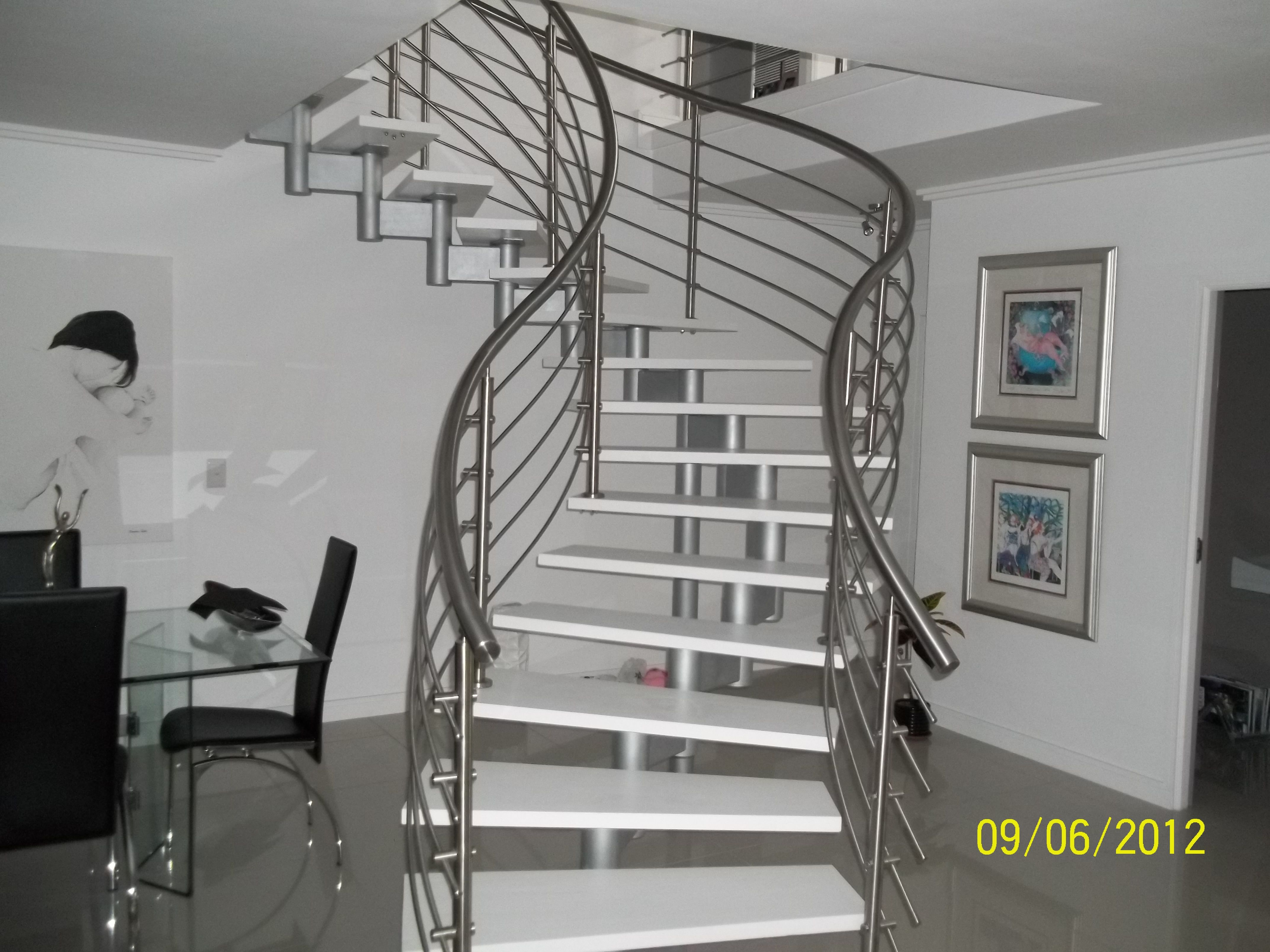 Best Modern Curve Floating Steel And Timber Modular Staircase 640 x 480