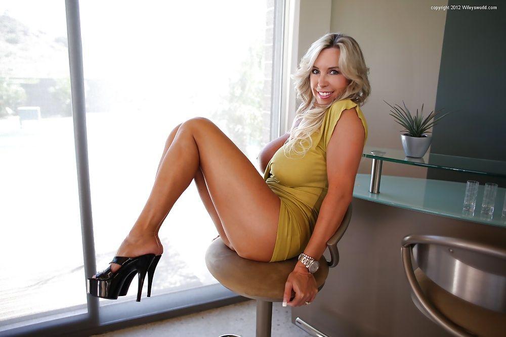 image Sandra bullock039s hot legs