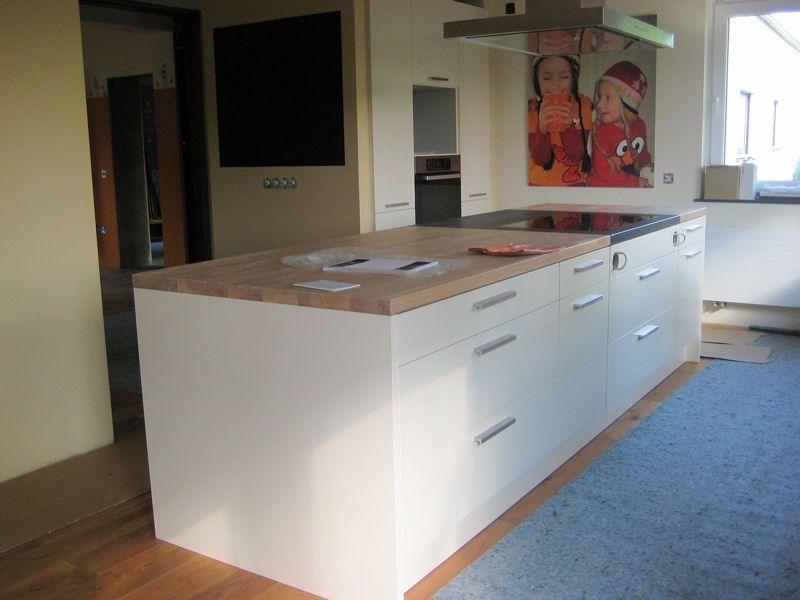Einkofferung / Holzboden / Weiße Küche | Küchen | Pinterest | weiße ...