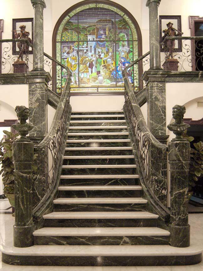 Escalera en marmol blanco y verde #greenmarble #ballestastone ...