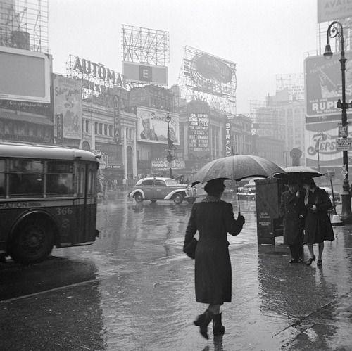 Times Square New York 1943 Photo: John Vachon