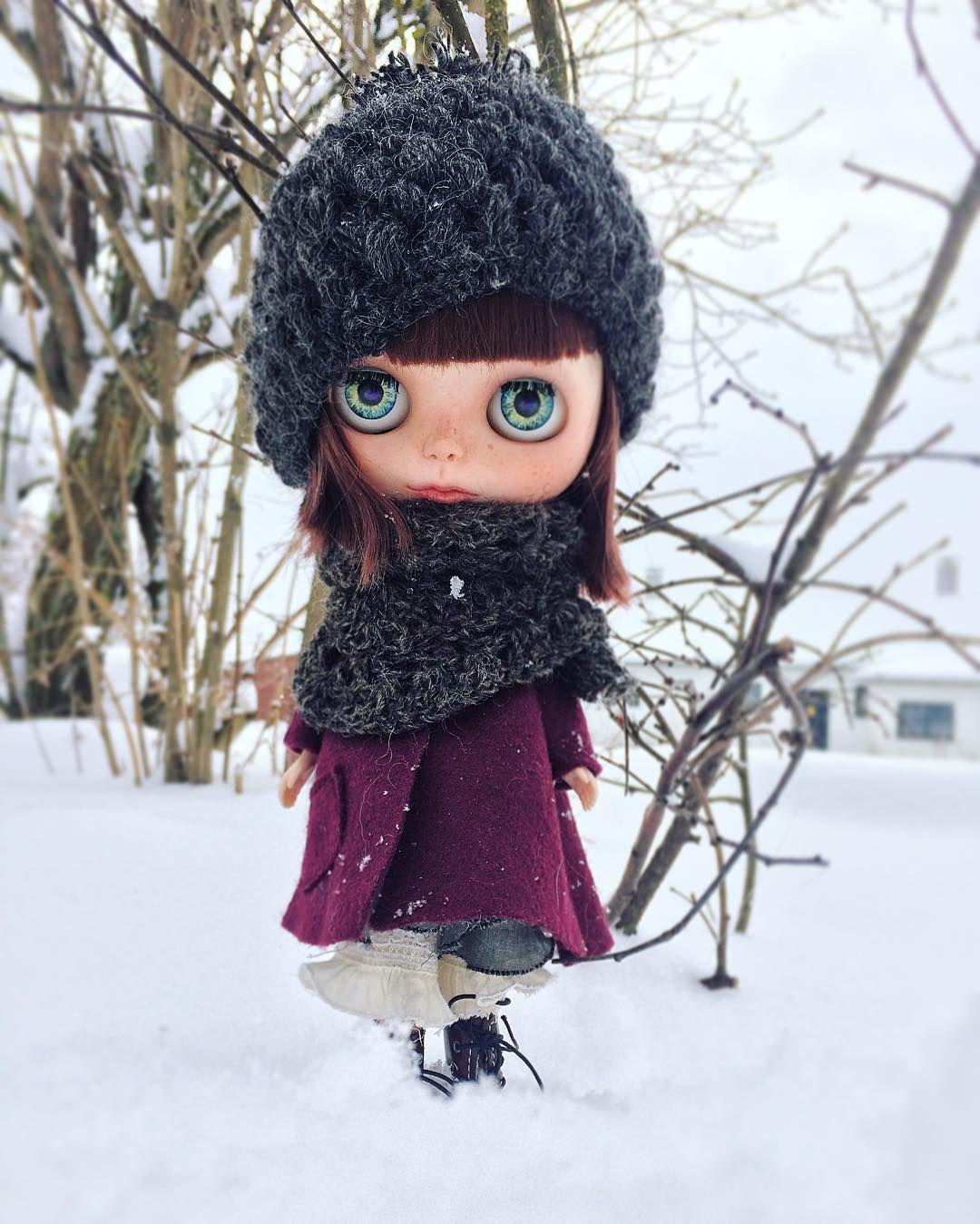 "22 gilla-markeringar, 1 kommentarer - Mu Blythe (@oddblythe) på Instagram: ""I couldn't resist taking some outdoor photos of Ylva in the beautiful winter land here in Sweden ❄️…"""