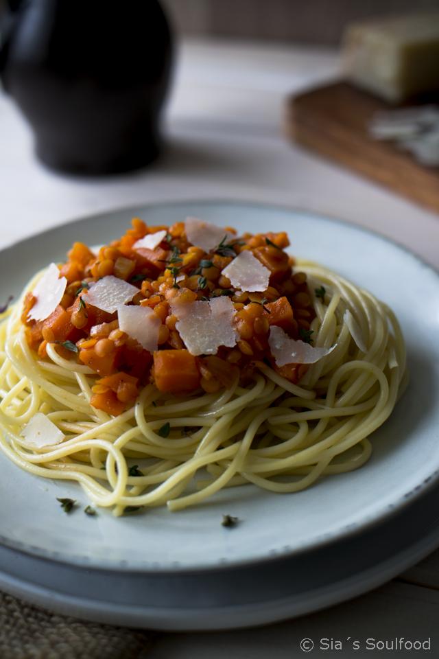 Spaghetti mit Linsen-Sauce I Pasta with lentil sauce