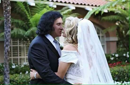 gene simmons wife wedding dress. shannon tweed, celebrity weddings, couples, gene simmons kiss, wedding moments, more pictures, october 1, public wife dress g
