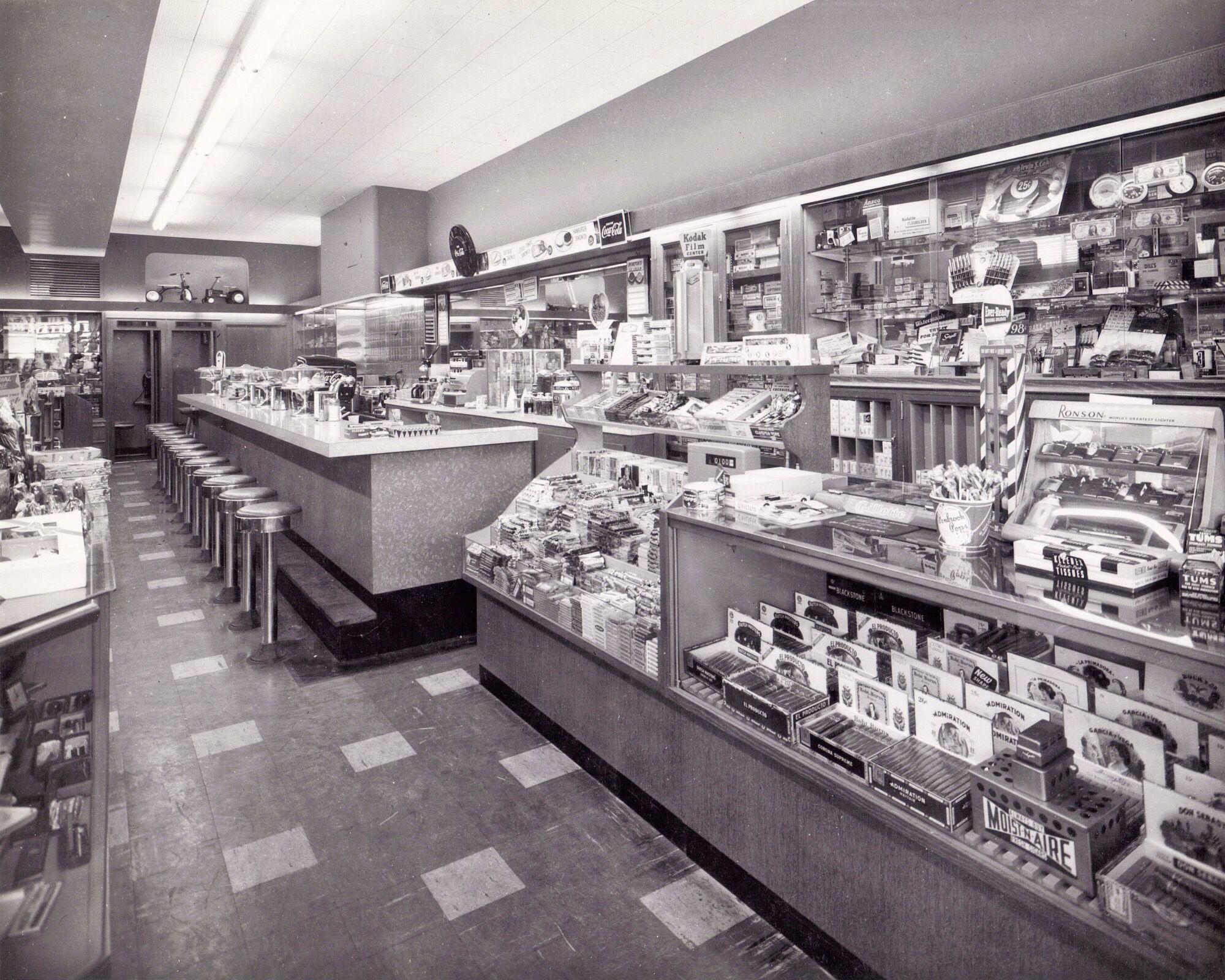 af9f5dbc713ca2 1950s Drug Store