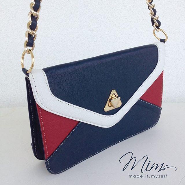 Bolsa modelo Camafeu em azul meia noite, branco e vermelho #criesuabolsa #bolsa #bolsadecouro
