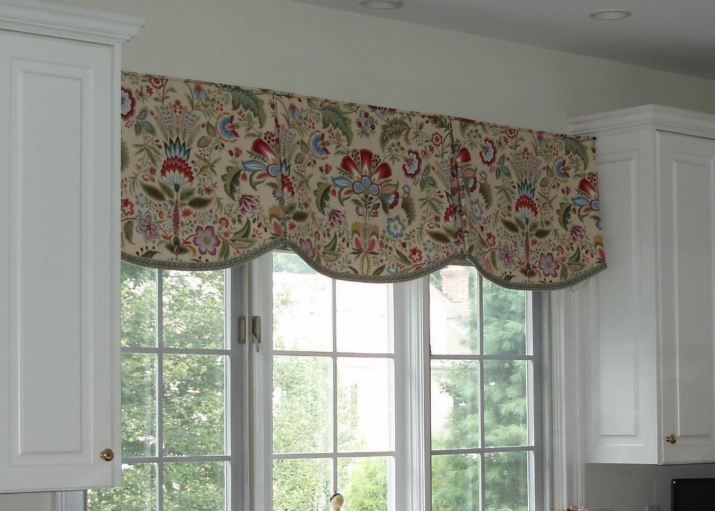 Valances kitchen scalloped valance by sue sampson a sewing ideas window treatment ideas Bathroom valances for windows