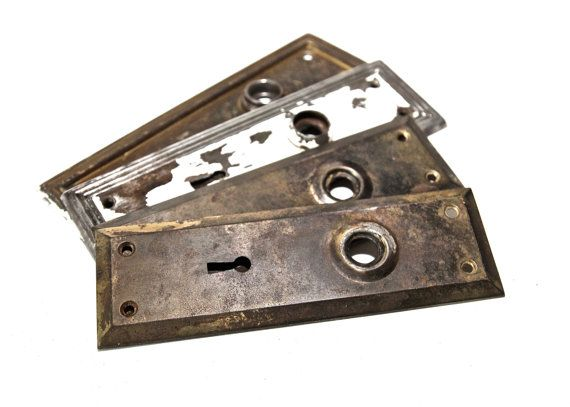 4 Vintage Door Plates Set of Four Antique Metal Doorknob Back Plates Escutcheons Architectural Salvage Door Hardware  sc 1 st  Pinterest & 4 Vintage Door Plates Set of Four Antique Metal Doorknob Back Plates ...