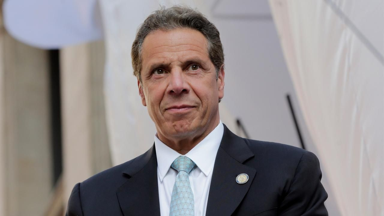 New York Governor Andrew Cuomo Met People And Toured Their Apartments At A Nycha Complex In The Bronx Monday Andrew Cuomo New York Tours