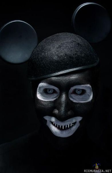 Marilyn Manson <3  If I had a god to worhip, this man would be my lord!