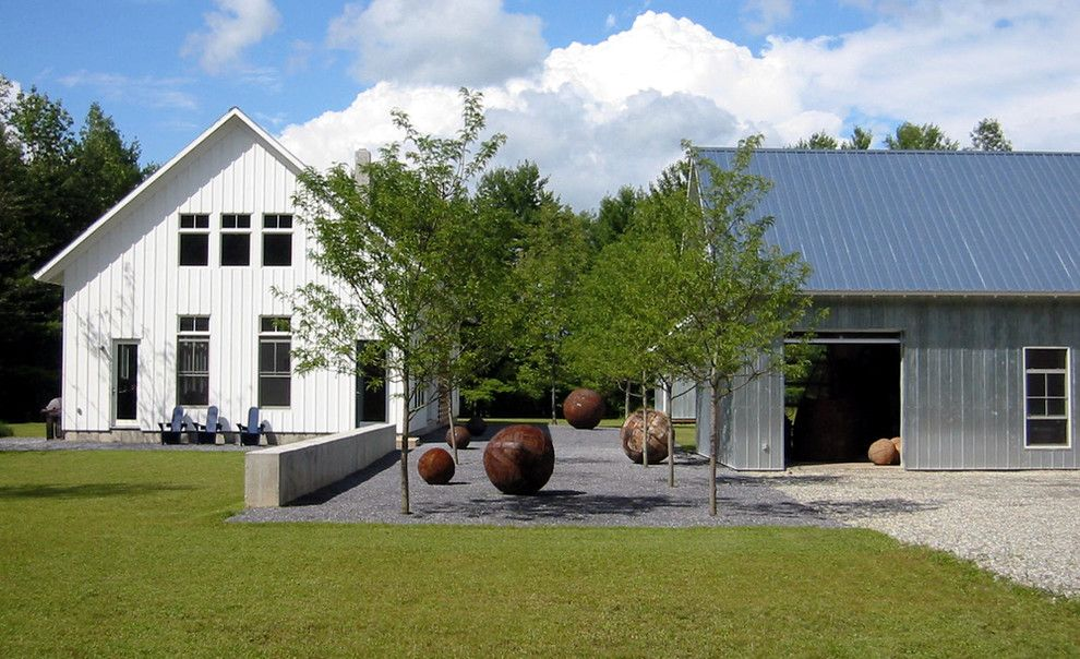 Wonderful Gravel Decorating Ideas For Comely Landscape Farmhouse Design Ideas With Alle Barn D Farmhouse Landscaping Modern Farmhouse Design Modern Landscaping