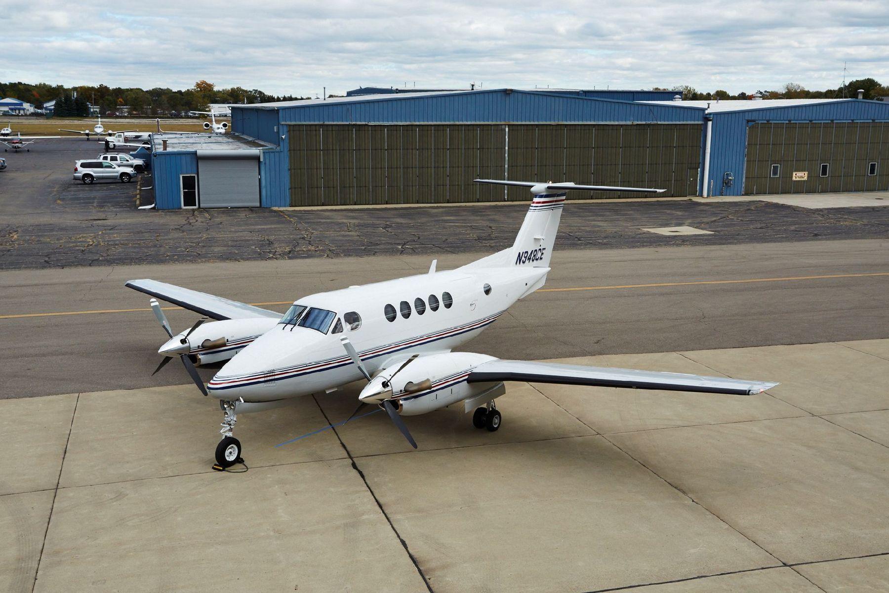 2001 Beechcraft King Air B200 for sale in Pontiac, MI