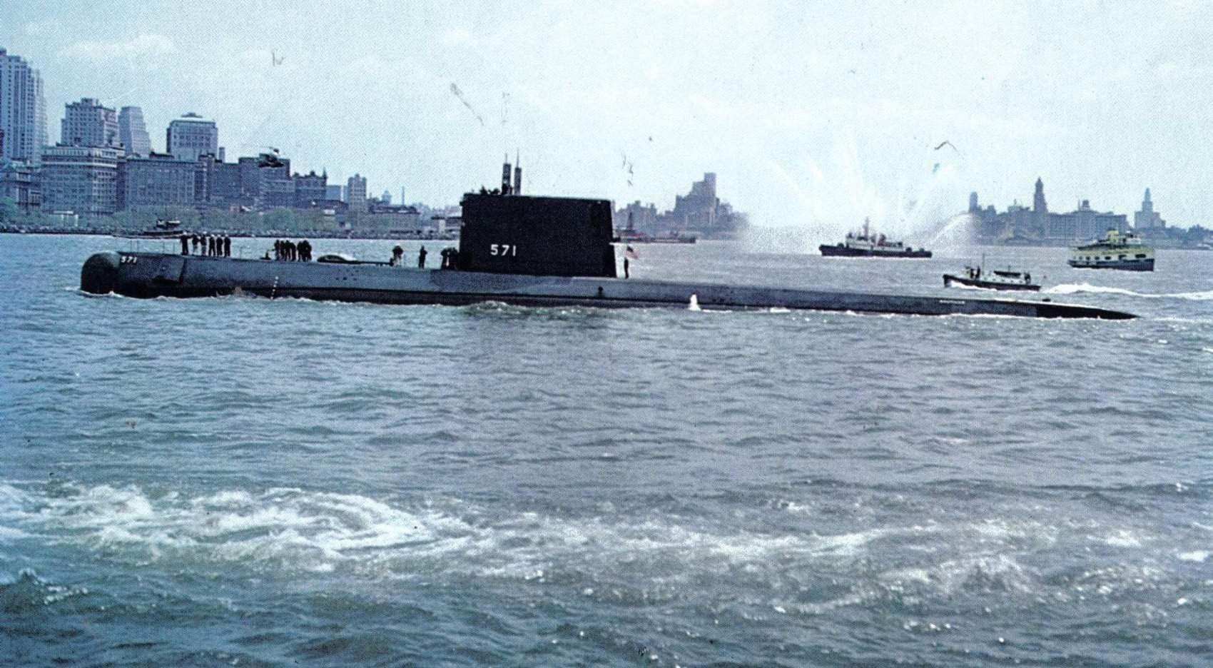 Buques de guerra El USS Nautilus el primer submarino nuclear HD
