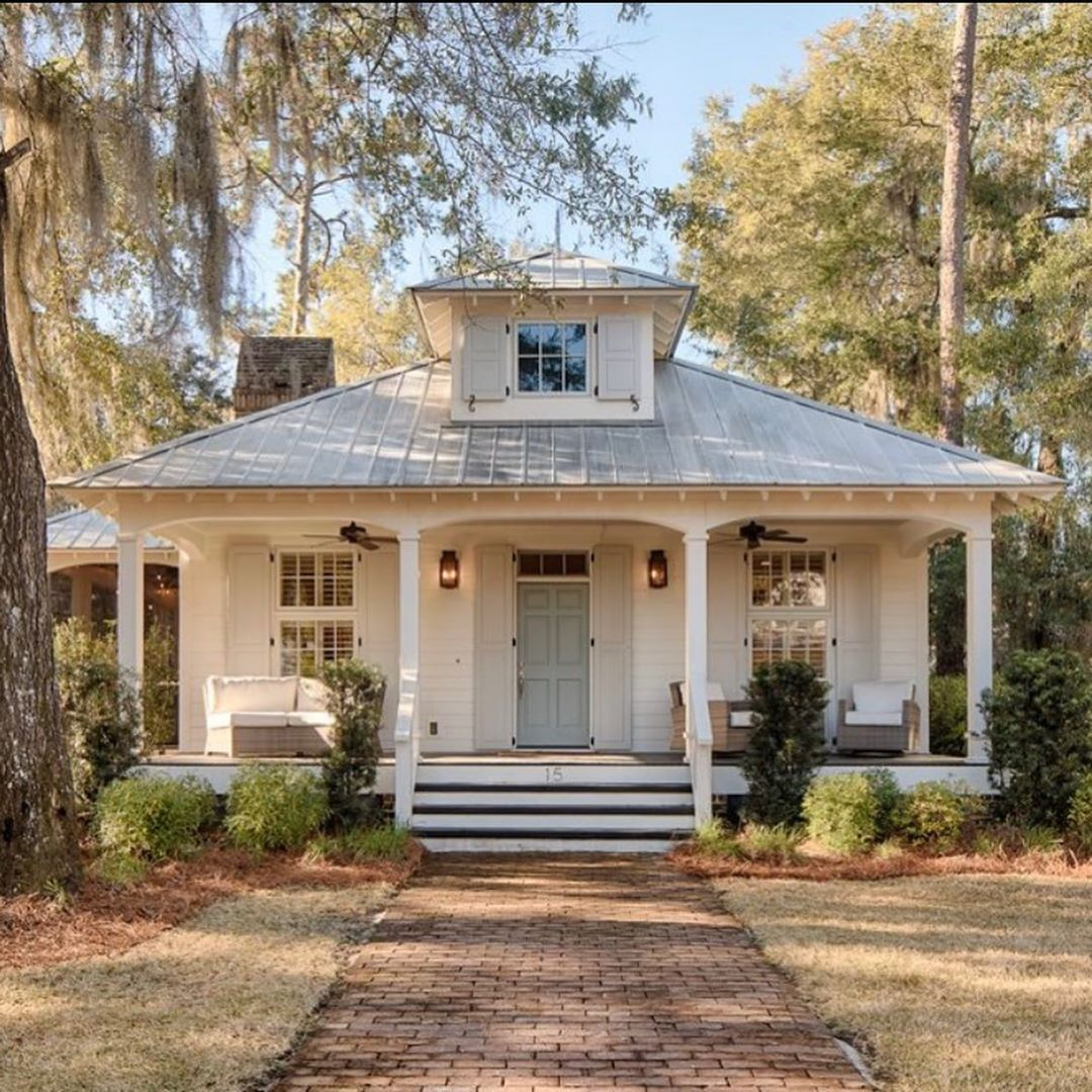 Stephanie Florida Farmhouse On Instagram Isn T This The Cutest Cottage With Only 1500 Sf Of Living In 2020 Cottage House Plans House Plans Farmhouse Cottage Homes