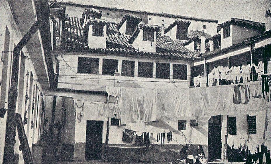 https://flic.kr/p/8XTmG3   1914.Interior de la casa-cuartel de la Guardia Civil en la plaza de Lavapiés