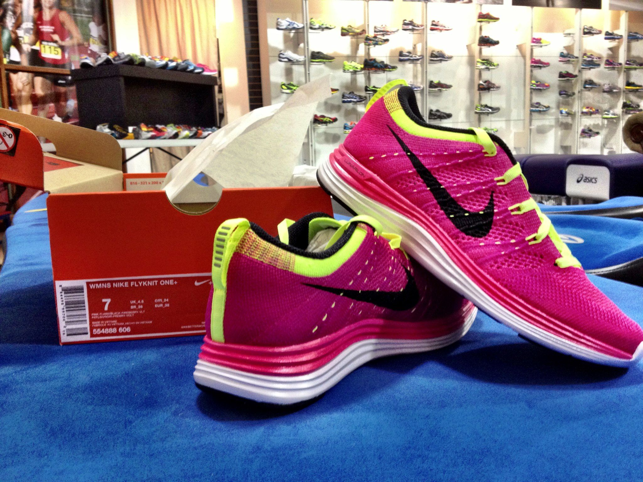 representante desagüe Vueltas y vueltas  Just released: the Nike FlyKnit Lunar 1+ (shown in Women's Pink Flash with  Volt) available at Luke's Locker! #FindTheOne #Flyknit | Cosas para  comprar, Compras