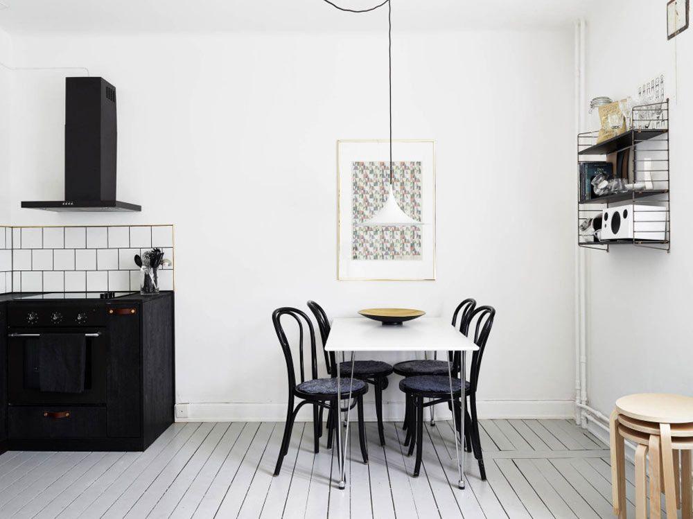 Zwart wit interieur basic keuken minimalistisch makeover