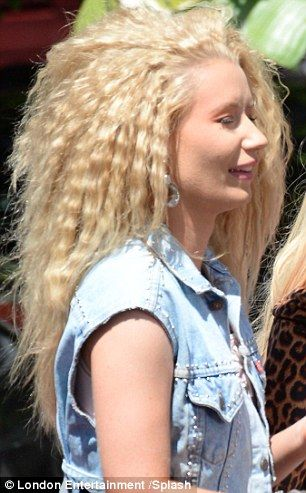 Iggy Azalea Goes All Out With Crimped Bouffant Curls For Music Video Bouffant Crimped Hair Curls