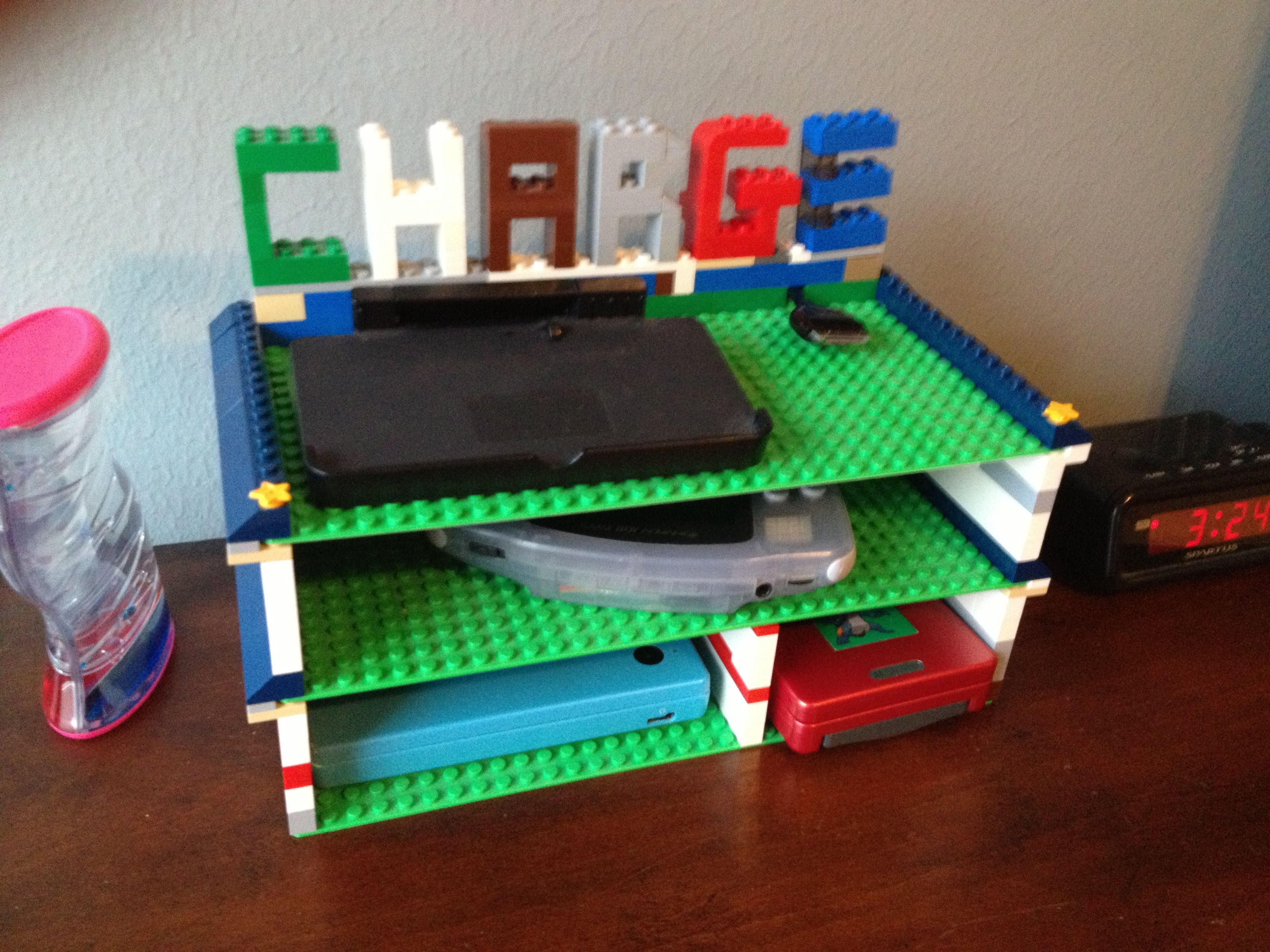 Lego charging station organizing lego lego projekte deko - Lego duplo ideen ...