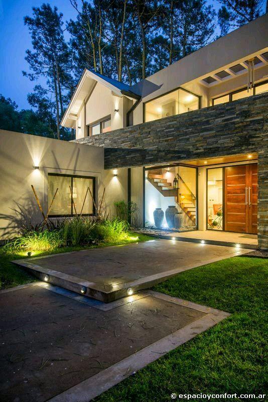 Casa con fachada met lica y construcci n ligera for Fachadas de casas modernas en italia