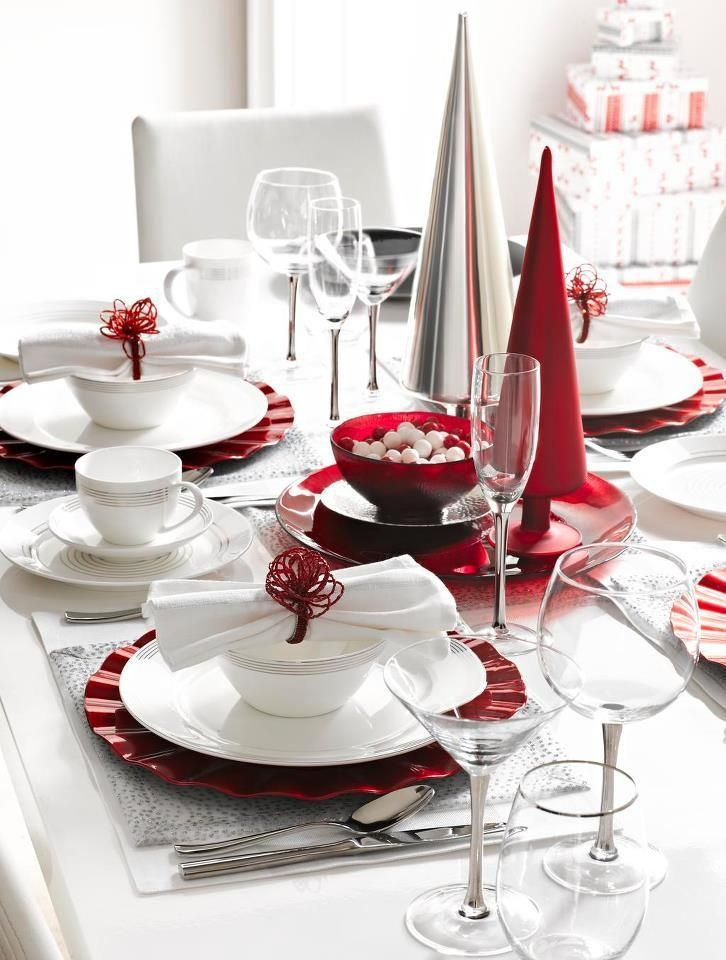 Wonderful 35 Christmas Table Settings  Wonderful 35 Christmas Table Settings With Glossy Red White Tableware And Table Setting Ornament & 35 Christmas Table Settings You Gonna Love | DigsDigs | Flower decor ...