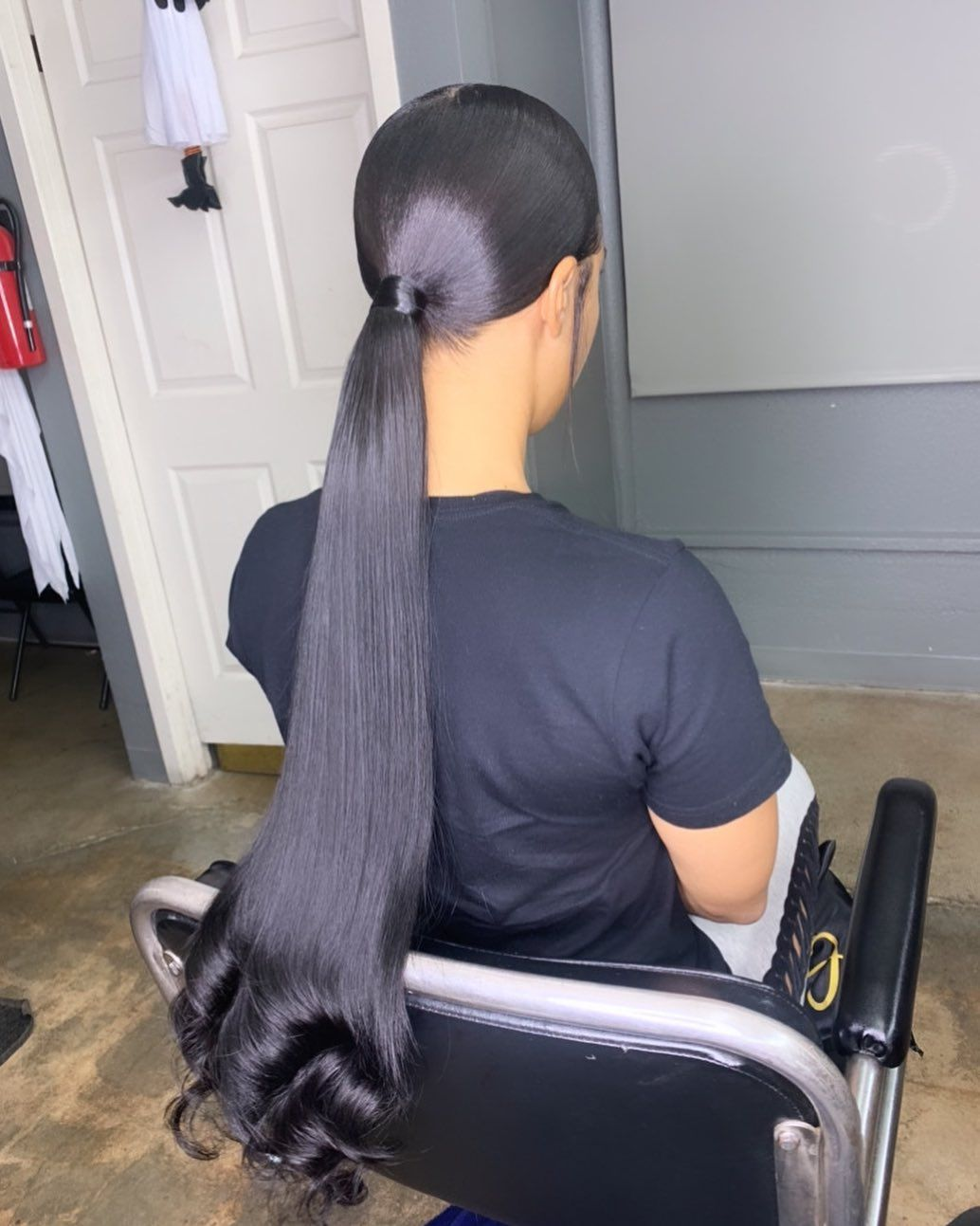 Ess On Instagram Middle Part Sleek Ponytail Mid High Ponytail W Chain Links Hairbyess La Sleek Ponytail Hair Ponytail Styles Sleek Ponytail Hairstyles