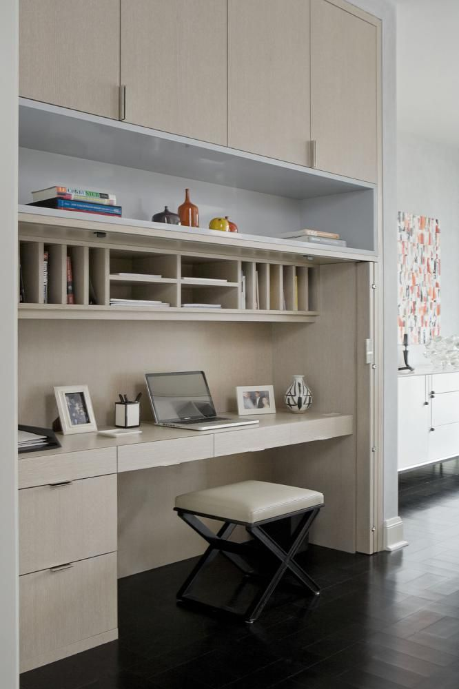 Study Room Storage: Lots Of Overhead Storage In This Compact Study Nook