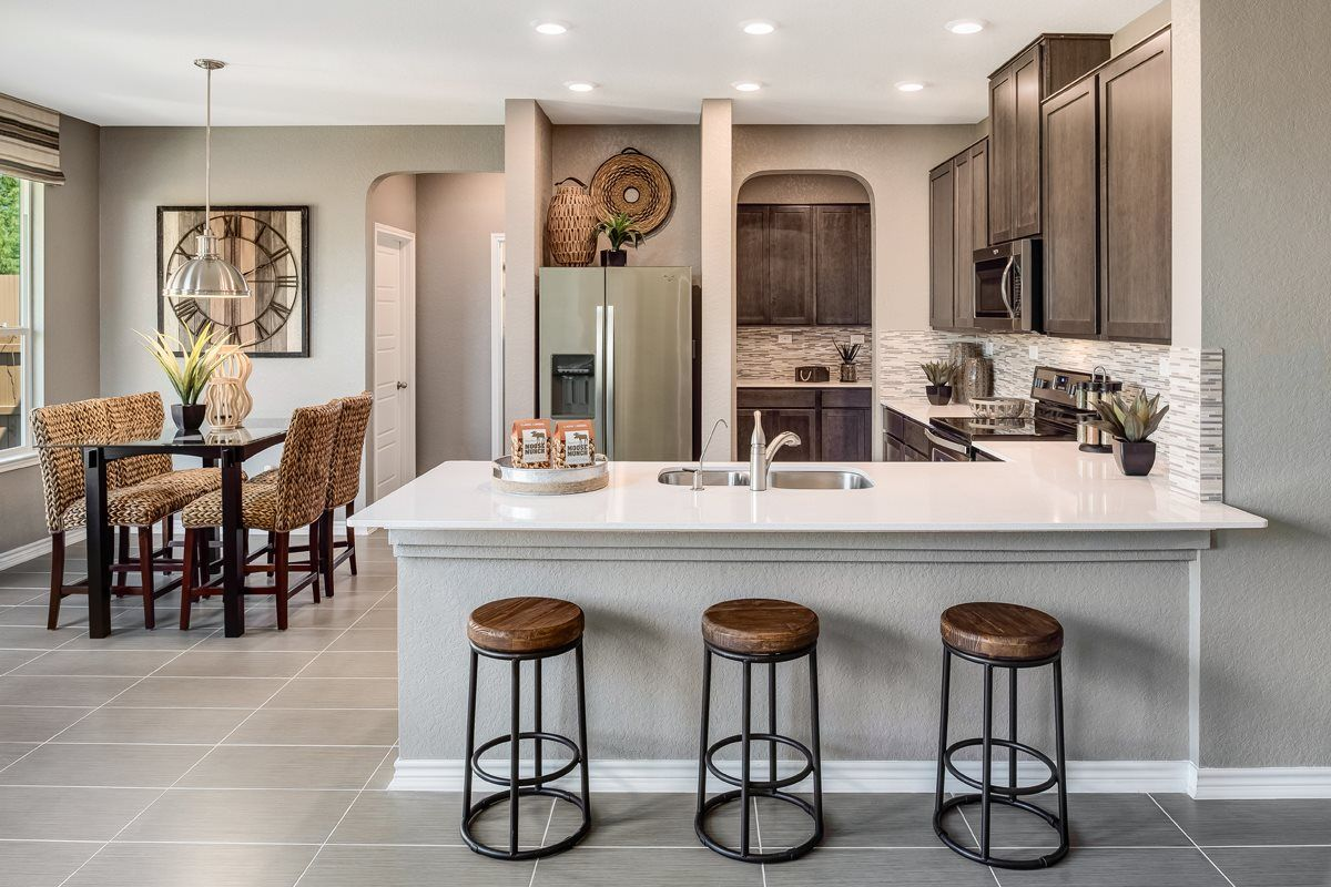 Dining table or peninsula? In this eatin kitchen, you can