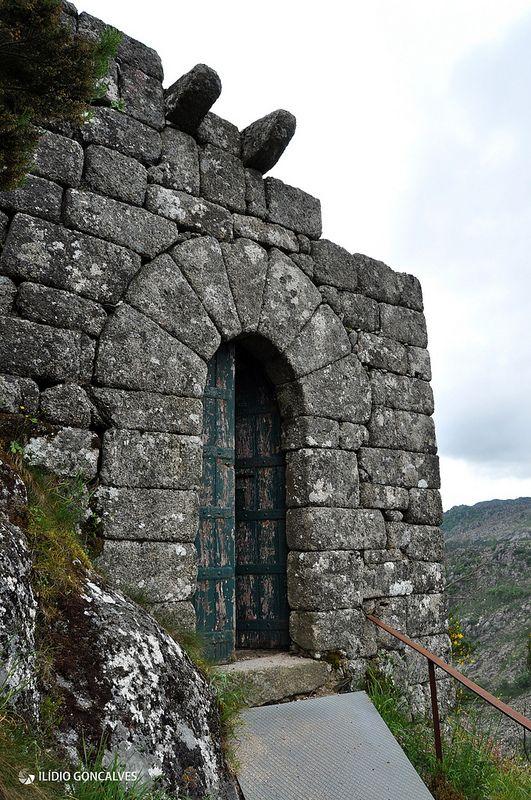 Castelo Castro Laboreiro (Porta do Sapo)