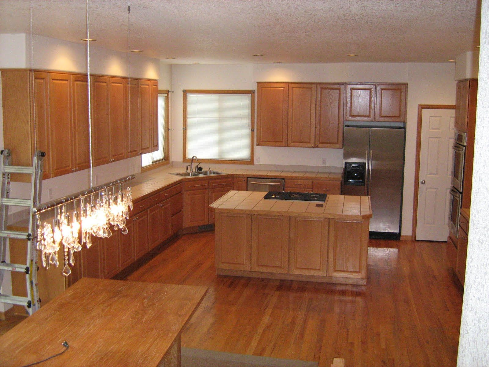 Etonnant Linoleum Flooring With Solid Brown Color As Well As Woods Flooring  Installation In Simplistic Kitchen Image.