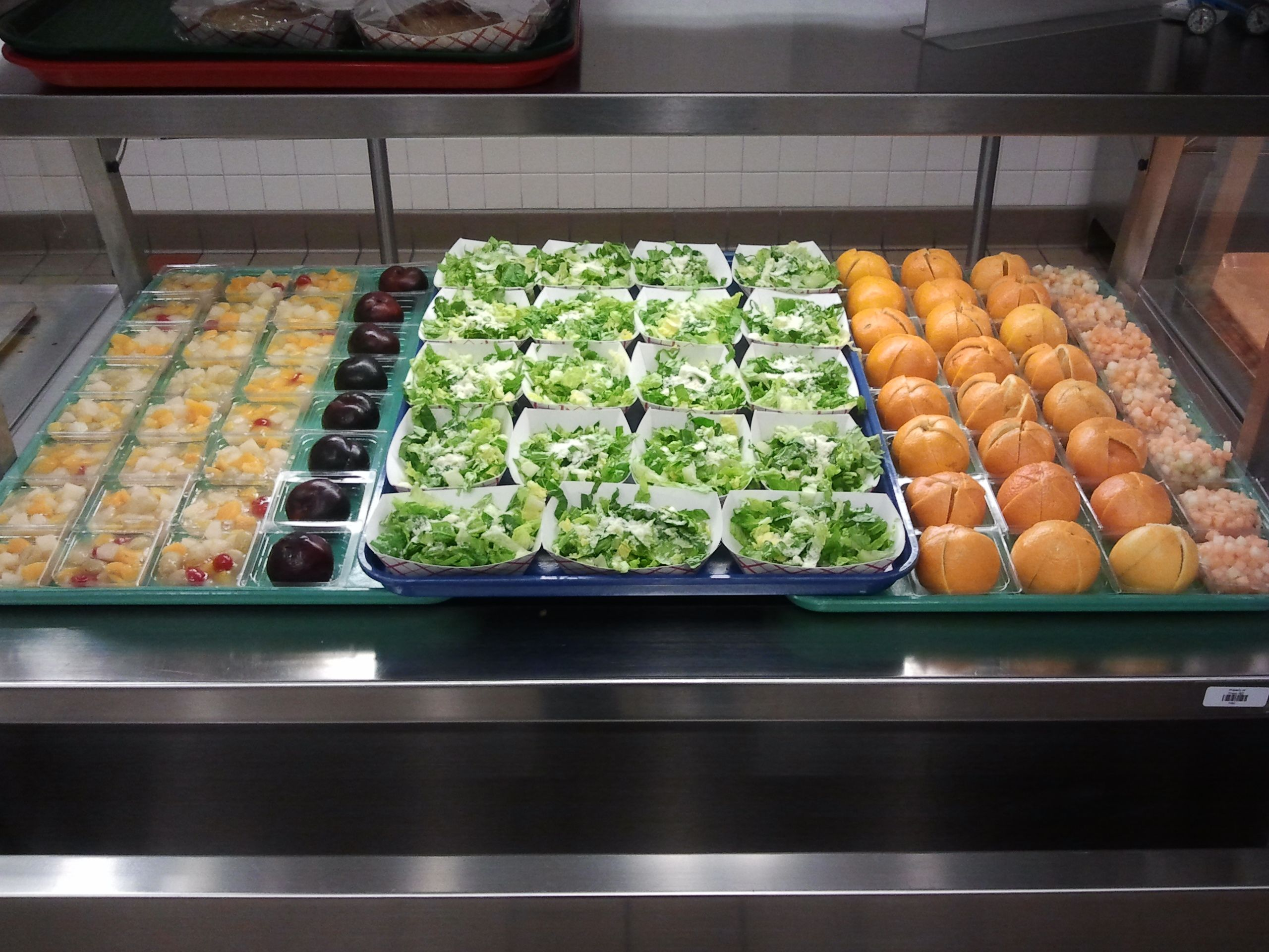 Bright fruit served at Frisco ISD (TX) Food presentation