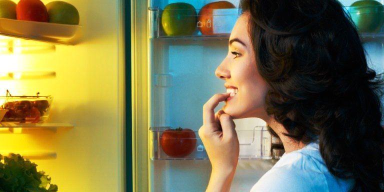 Se você acorda à noite para comer, algumas mudanças no comportamento podem acabar com esse problema. Mas primeiro, descubra...