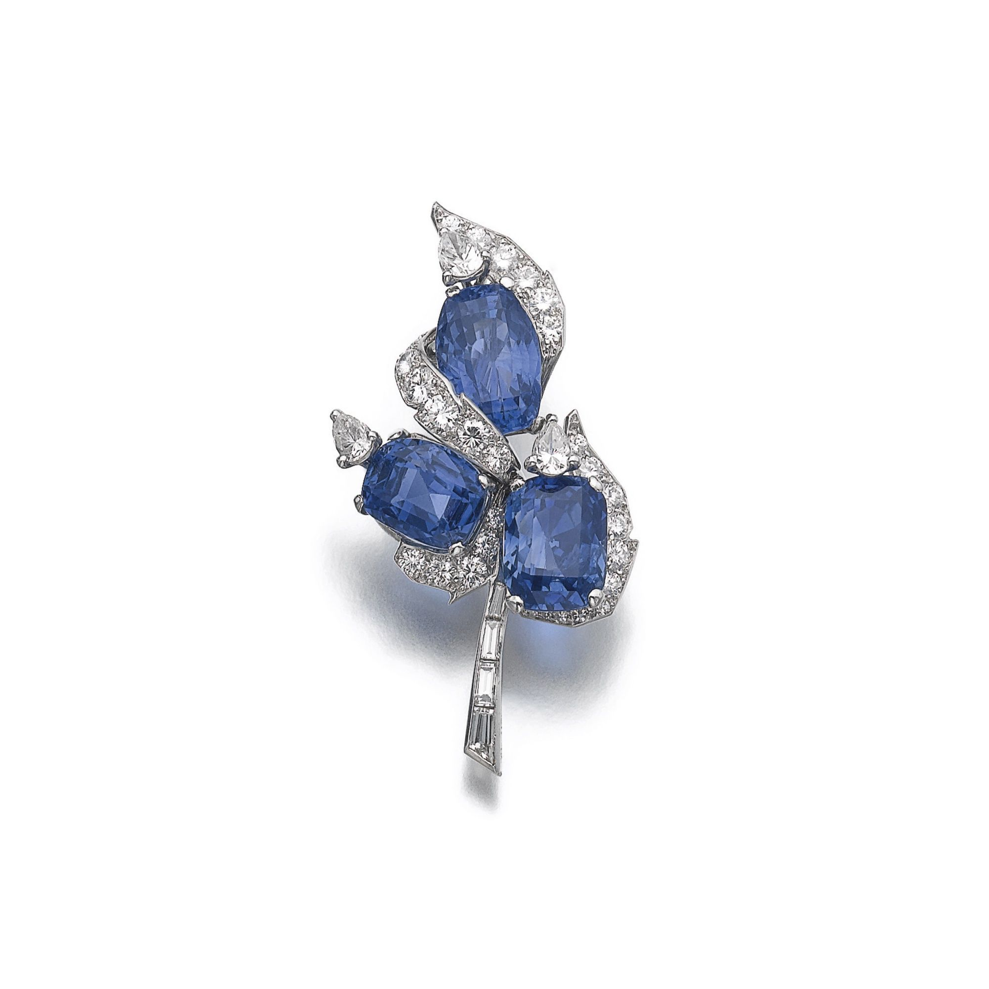 cartier noble geneva magnificent s kashmir auction at jewels lot sapphire diamond records gb and sothebys brooch en sotheby