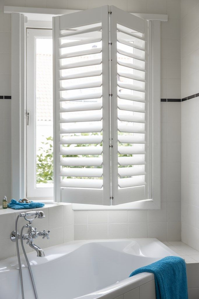 Inspiration jasno shutters stores v nitiens stores am ricains et lamelles verticales en - Store fenetre salle de bain ...