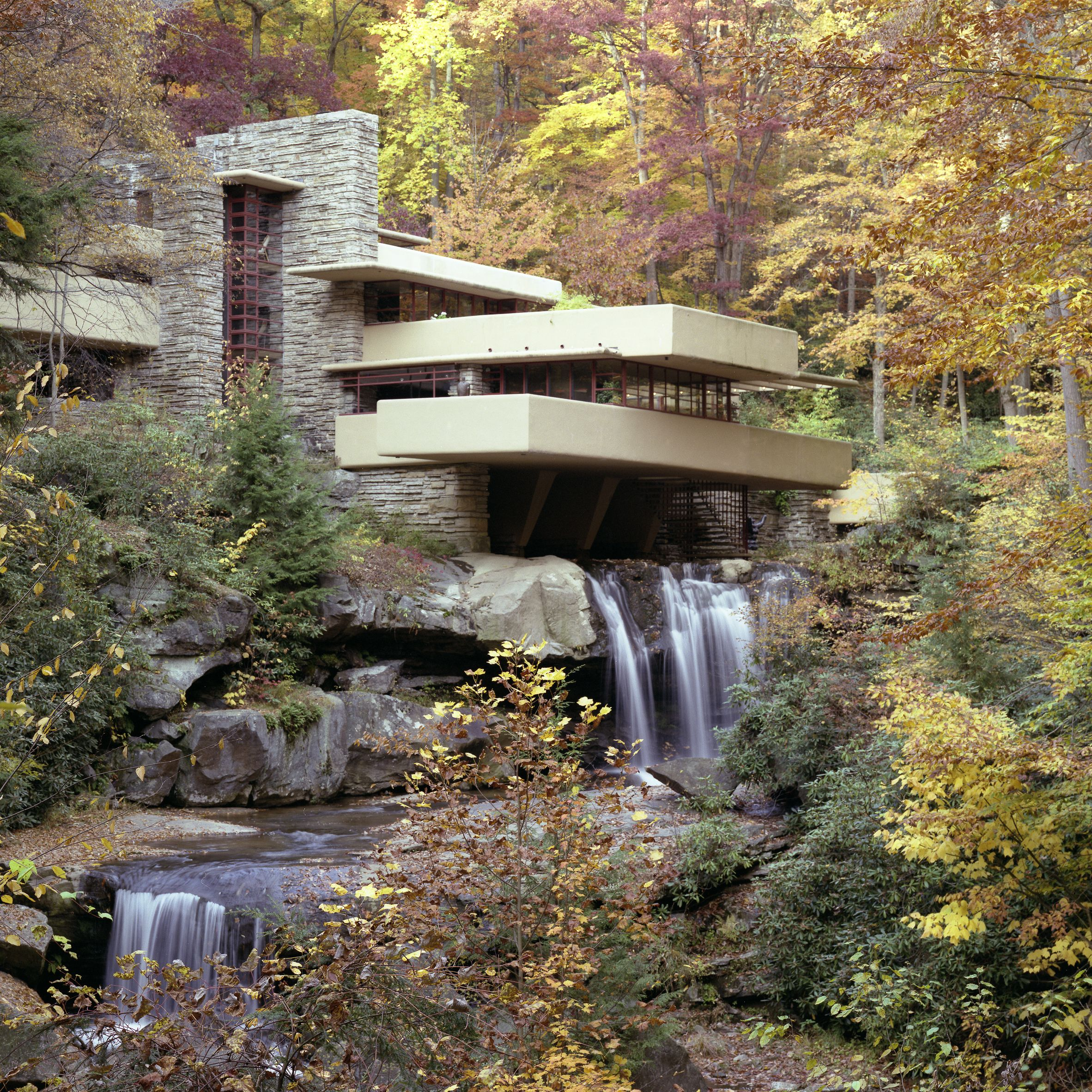 7 Amazing Houses Built Into Nature: Frank Lloyd Wright