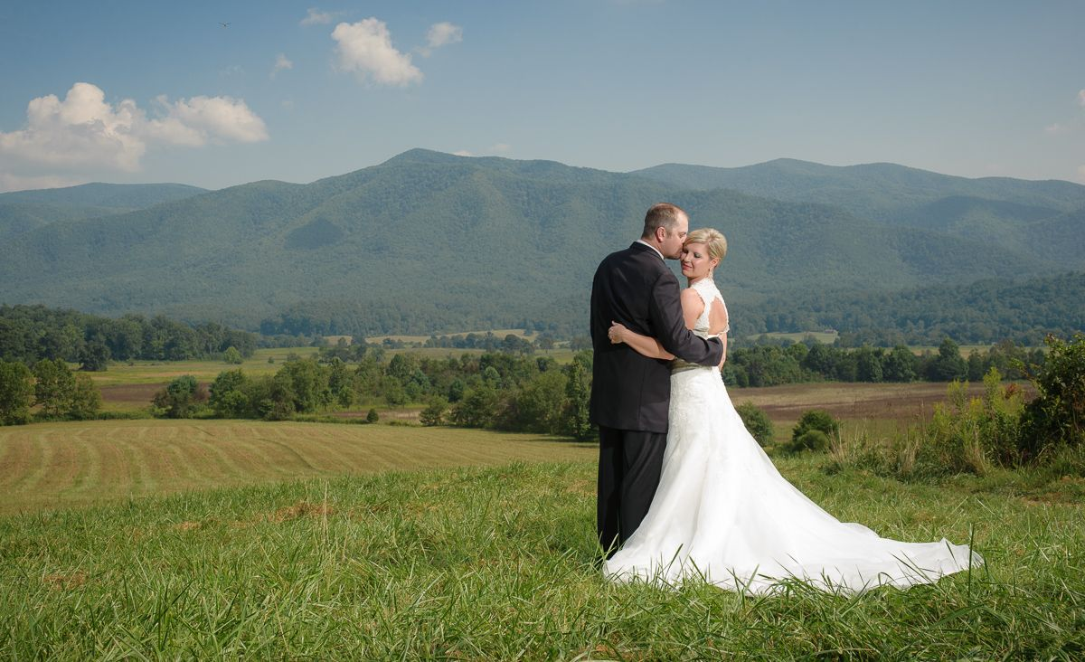 Smoky Mountain Weddings In Gatlinburg Tennessee In 2020 Smoky Mountain Wedding National Park Wedding Wedding
